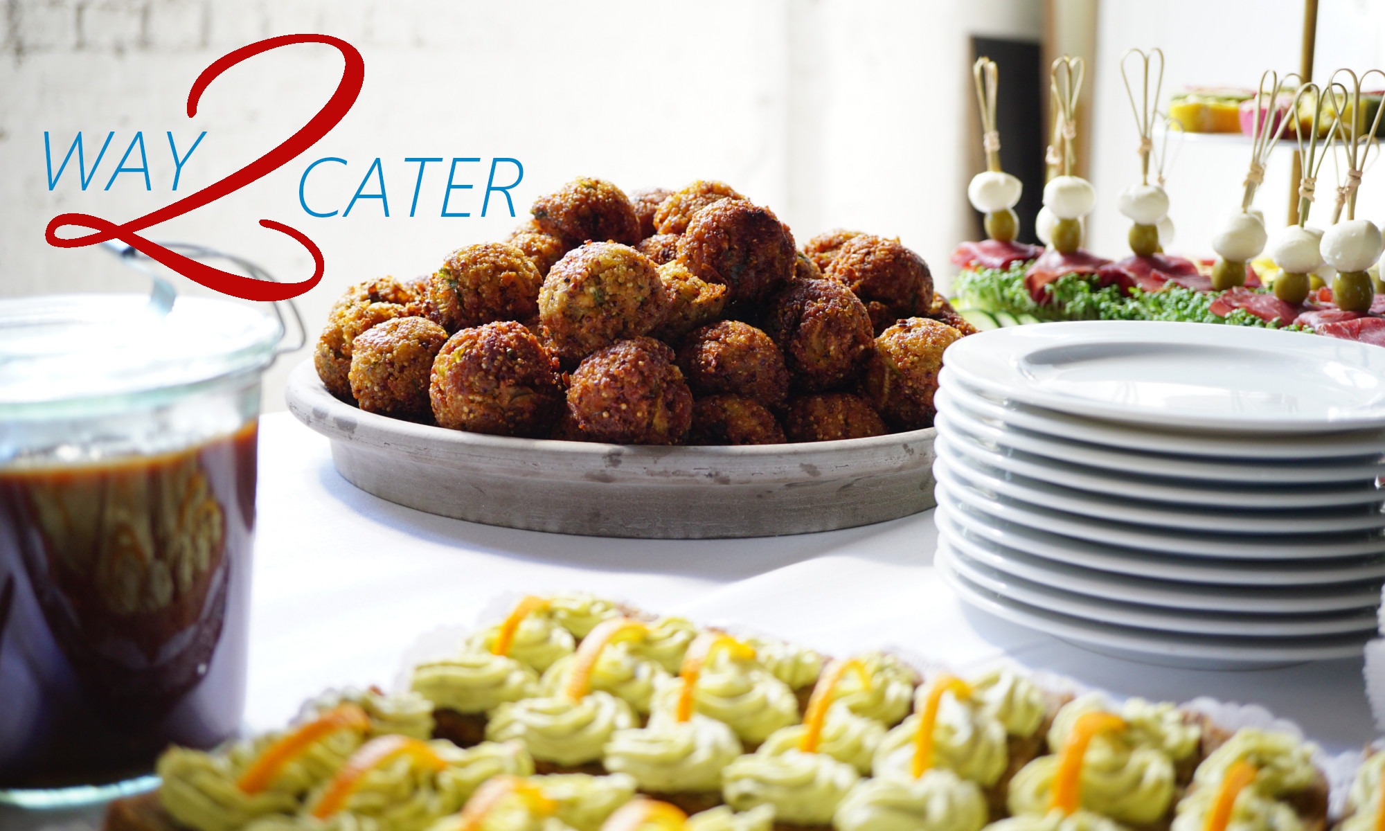 Cateringbuffet mit WAY 2 Quinoaballs, Bresaola-Mozzarella Spießen und Brotpralinen